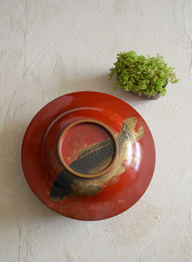 漆蒔絵の蓋付菓子器 喰籠 「鯉」