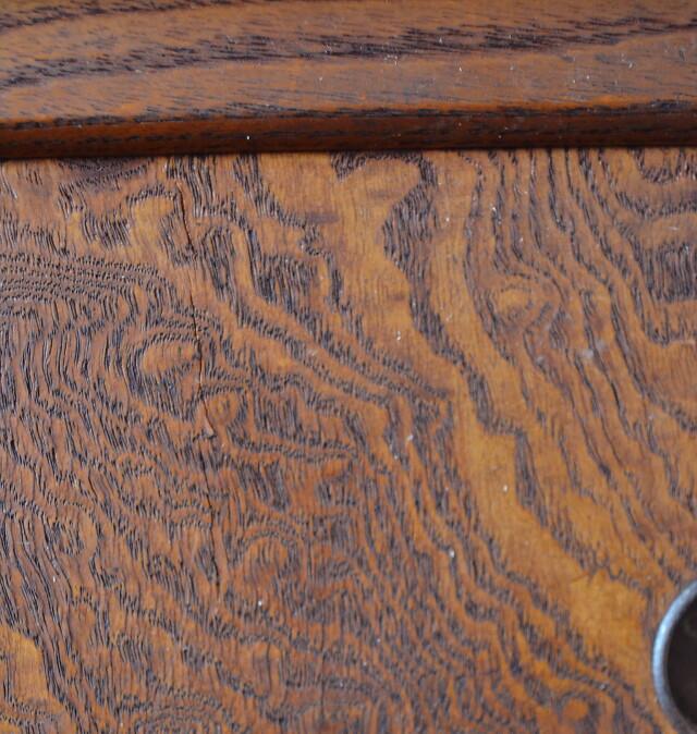 玉杢と黒柿細工の茶箪笥