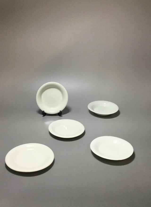 白磁陰刻小皿五枚組