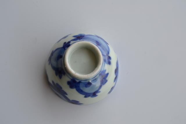 染付手描き丸花紋煎茶茶碗